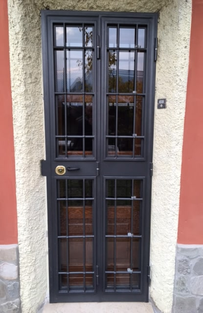 Inferriata porta ingresso nera