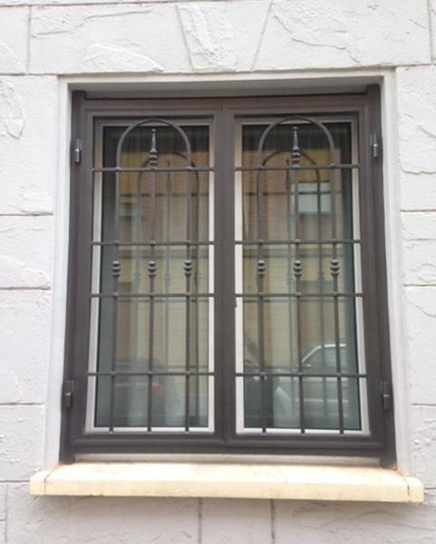 Inferriata finestra a doppia anta