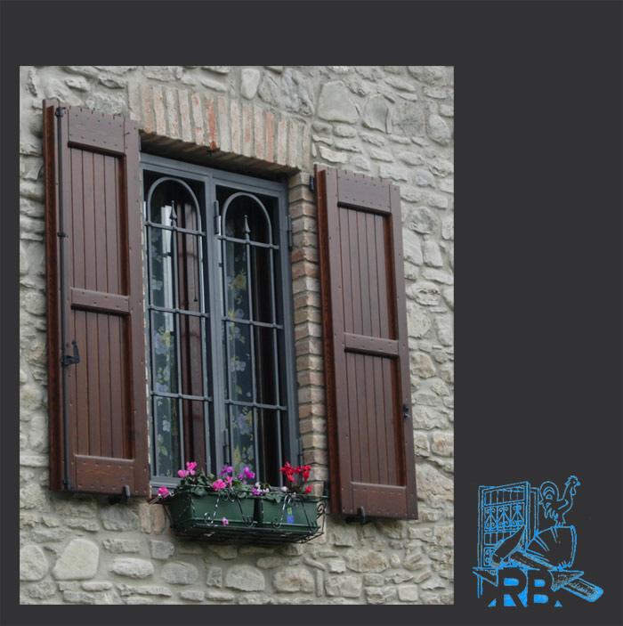 Inferriate e grate per finestre apribili e fisse in ferro battuto - Disegni di grate per finestre ...