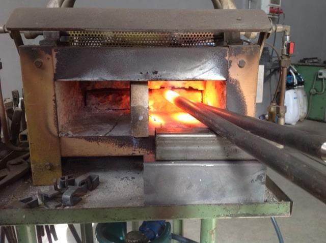 Forgia a gas per lavorazione del ferro