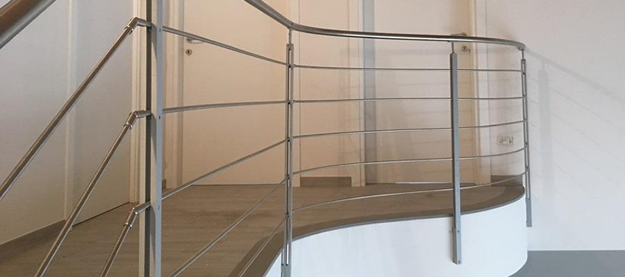 Parapetti ringhiere corrimano per scale balconate in ferro artigianali - Parapetti in vetro per scale ...