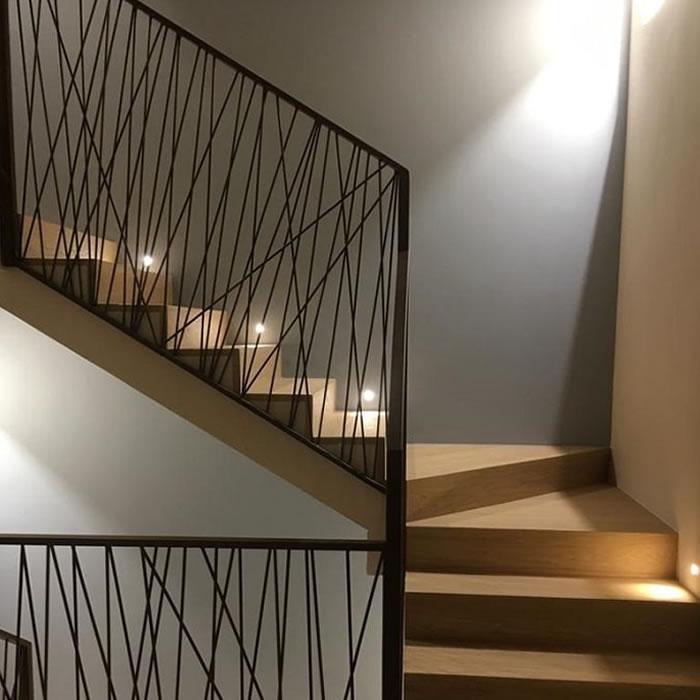 Ringhiere in ferro battuto con linee geometriche
