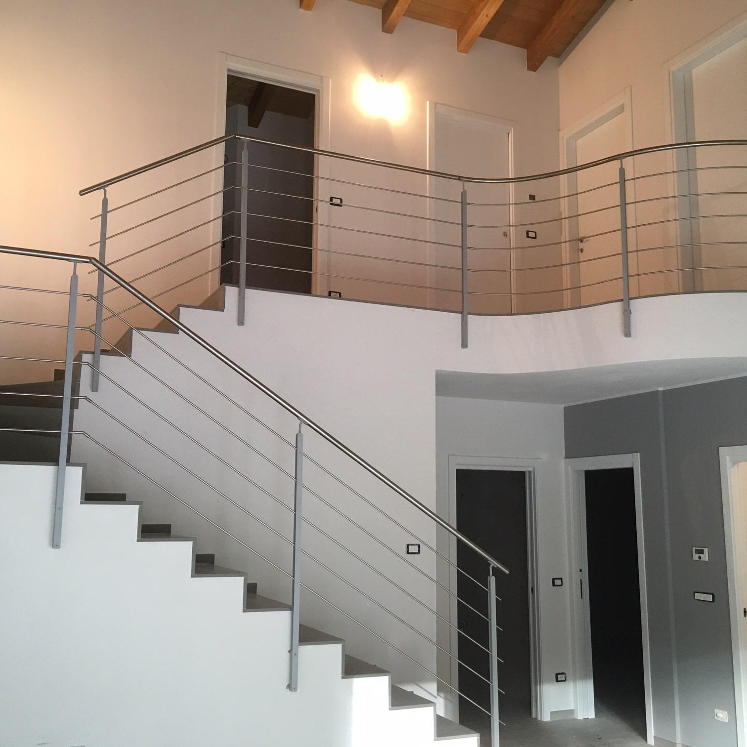 Ringhiera in ferro battuto per una casa moderna